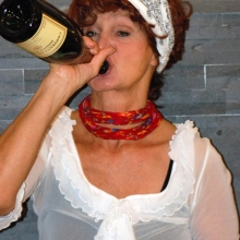 """Rollenbild aus Barbara Weinzierls Solo """"Wir müssen reden! Sex, Geld und Erleuchtung"""", einem Mix aus Kabarett und Comedy, gewürzt mit Elementen aus dem Improtheater."""