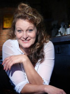 Portrait von Barbara Weinzierl - Kabarettistin & Schauspielerin