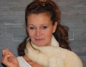 Barbara Weinzierls Kabarettprogramm – Wir muessen reden! Sex, Geld und Erleuchtung - Szenenbild 2